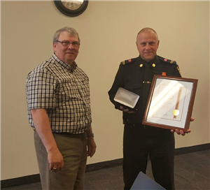 Capt. (Retired) Dale Adams Receiving 25 year award